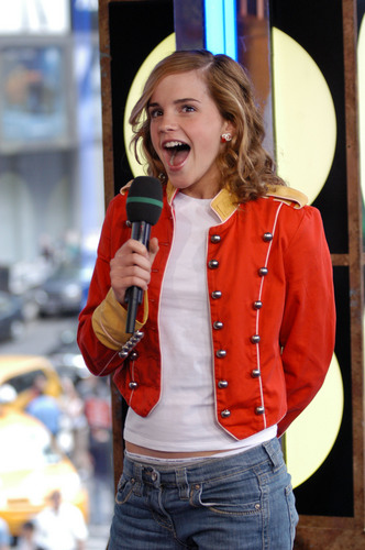 Emma Watson wallpaper called MTV TRL USA 2004