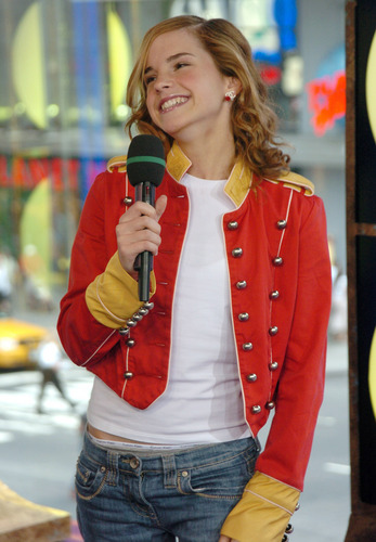 Emma Watson wallpaper entitled MTV TRL USA 2004