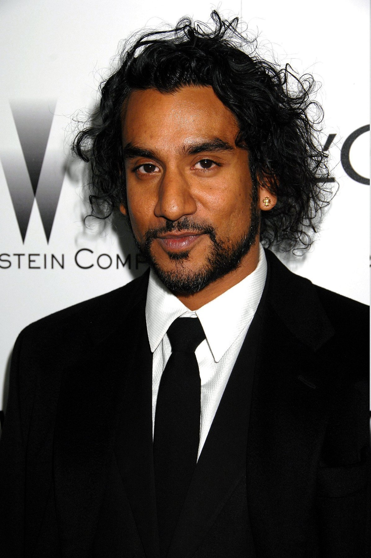 Naveen Andrews earned a  million dollar salary - leaving the net worth at 10 million in 2017