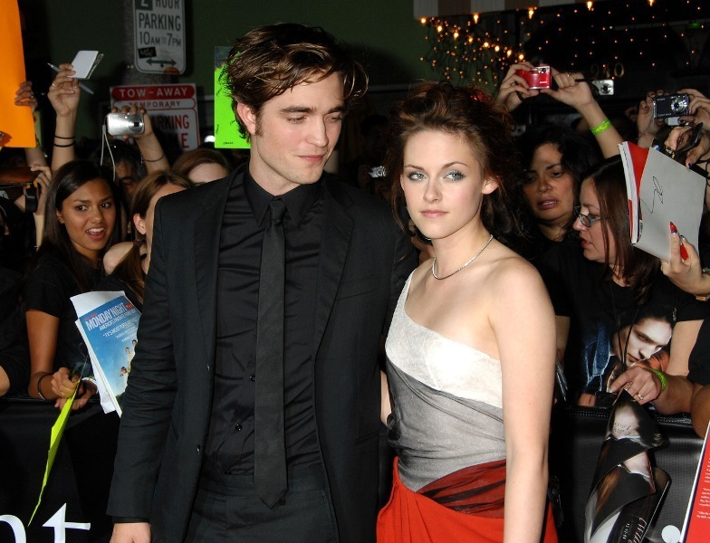 Robsten -The way He looks at Her...Offscreen!!!