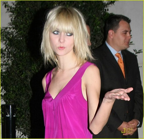 Taylor Momesen:happy birthday Allegra Versace!