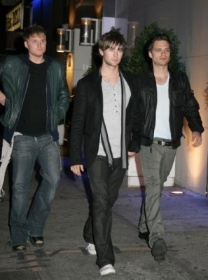Toby Hemingway wallpaper with a business suit and a well dressed person entitled Toby Hemingway, Sebastian Stan and Chace Crawford