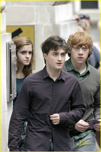 on the set deathly hallow