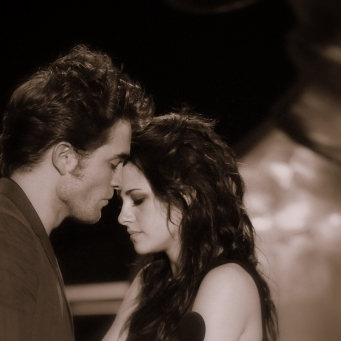 Twilight Series wallpaper possibly with a concert entitled robsten Evergreen[Annie]