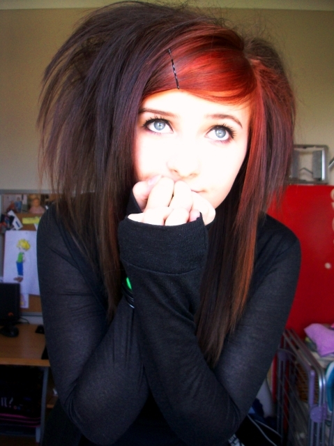 http://images2.fanpop.com/images/photos/7000000/-Emo-Girl-emo-girls-7096695-479-639.jpg