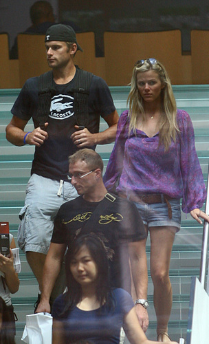 Andy Roddick and Brooklyn Decker shopping in NYC
