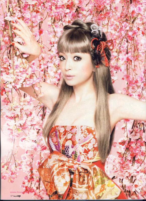 http://images2.fanpop.com/images/photos/7000000/Ayumi-Hamasaki-ayumi-hamasaki-7066783-581-799.jpg