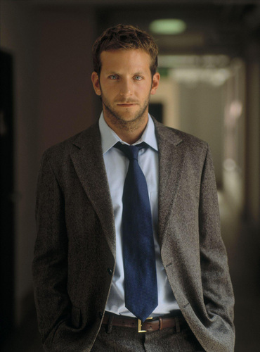 Bradley Cooper wallpaper containing a business suit, a suit, and a three piece suit entitled Bradley Cooper <3