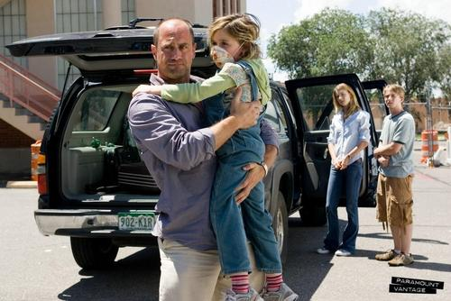 Horrorfilme Hintergrund containing a tailgate, an automobile, and a straße called Carriers (2009) Promotional Stills
