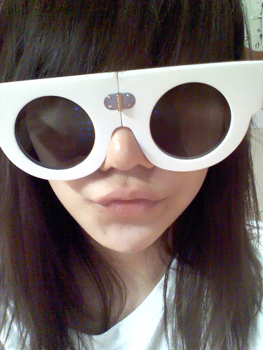 2NE1 Обои containing sunglasses called Charismatic Leader CL