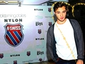 Ed Westwick 壁紙 (K-swiss party)