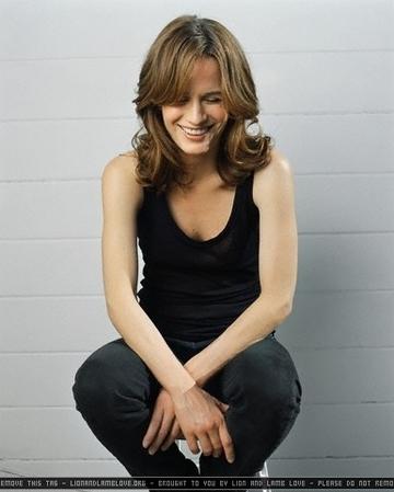 http://images2.fanpop.com/images/photos/7000000/Elizabeth-elizabeth-reaser-7036773-360-449.jpg