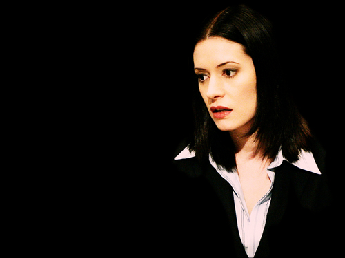 Emily Prentiss 壁纸 containing a well dressed person, a business suit, and a suit called Emily