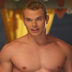 Парни из Сумерек Обои with a six pack and skin entitled Emmett Cullen