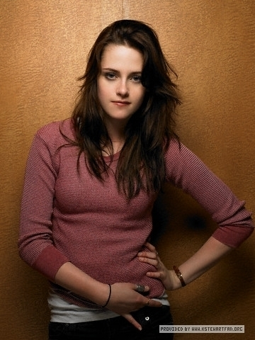 http://images2.fanpop.com/images/photos/7000000/Entertainment-Weekly-Outtakes-kristen-stewart-7027462-360-480.jpg