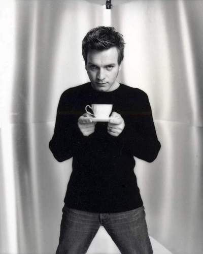 Ewan McGregor kertas dinding possibly containing a well dressed person, a pantleg, and a legging called Ewan Photoshoot