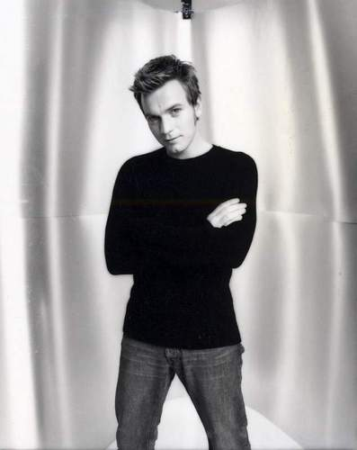 Ewan McGregor kertas dinding possibly containing a pantleg, long trousers, and a legging called Ewan Photoshoot