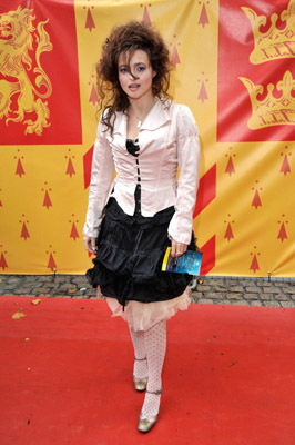 http://images2.fanpop.com/images/photos/7000000/Helena-Bonham-Carter-in-HBP-London-Premiere-harry-potter-7035138-266-400.jpg