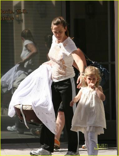 Jennifer Garner & violet