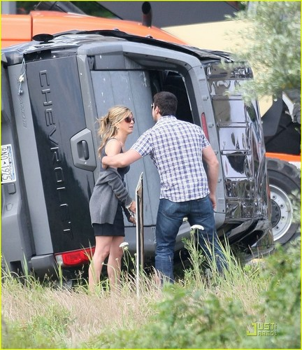 Jennifer on the set of 'Bounty'