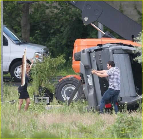 Jennifer on the set of 'Bounty'