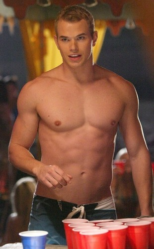 Kellan Lutz Shirtless!