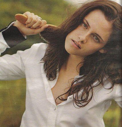 http://images2.fanpop.com/images/photos/7000000/Kristen-Stewart-kristen-stewart-7021795-427-447.jpg
