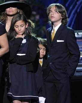 Paris Jackson kertas dinding with a business suit called Michael Jackson Memorial 7-7-09