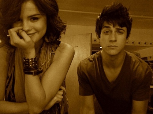 Selena's Twitter Pic