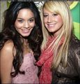 Vanessa Hudgens & Ashley Tisdale