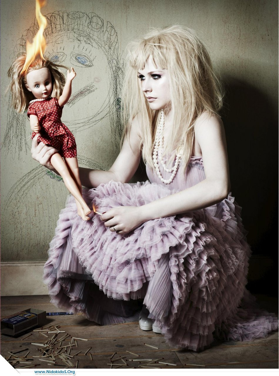 http://images2.fanpop.com/images/photos/7000000/avril-lavigne-s-unusual-photoshot-avril-lavigne-7087798-949-1280.jpg