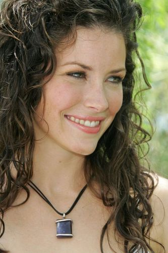 lost wallpaper probably containing a portrait called evangeline lilly