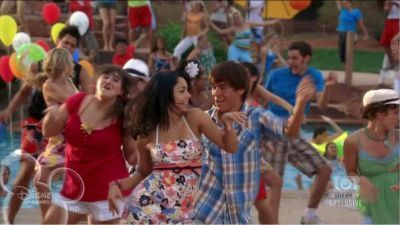 Zac Efron & Vanessa Hudgens wallpaper called hsm 2