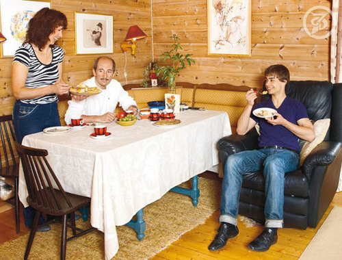 Alexander Rybak wallpaper with a dinner table called sasha rybak at home