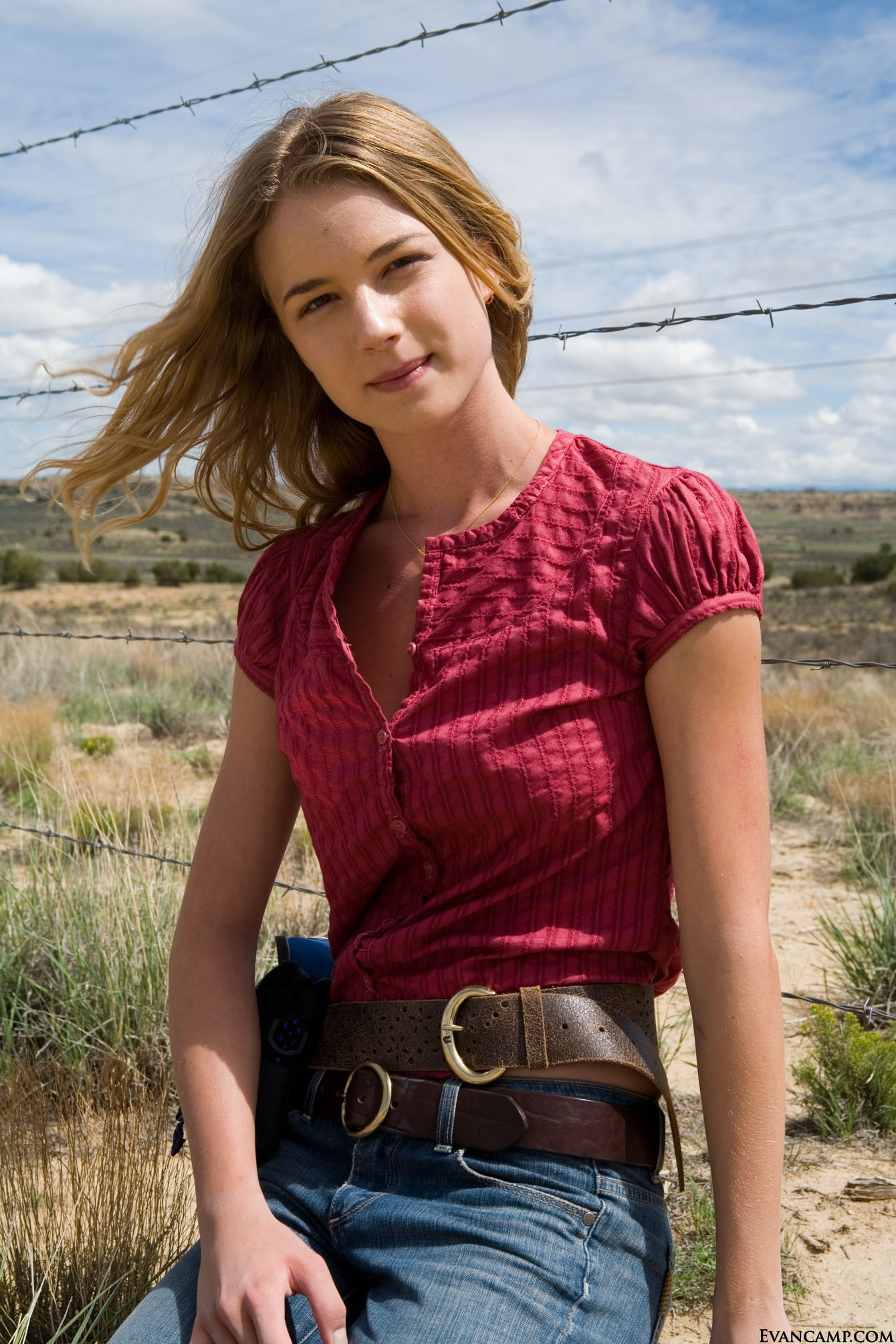 Summercamp ☼ CHaraktere -Carriers-Promo-Photos-emily-vancamp-7138513-1340-2009