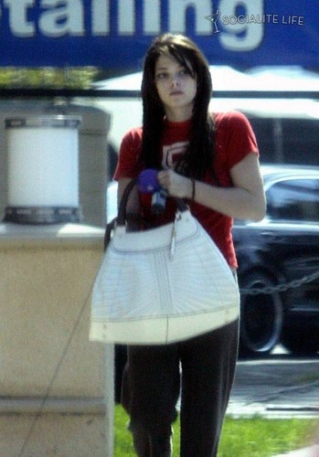 Alice Cullen kertas dinding with a hip boot entitled Ashley with hair extensions
