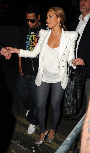 Beyonce out in London with vlaamse gaai, jay Z