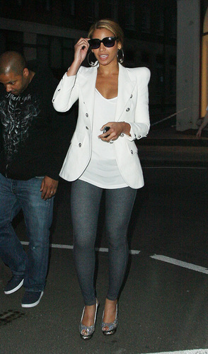 Beyonce out in London with جے Z