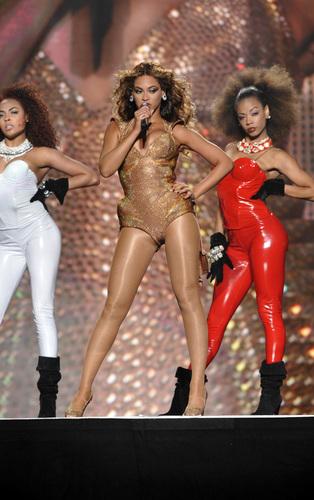 Beyonce performing at Madison Square Garden