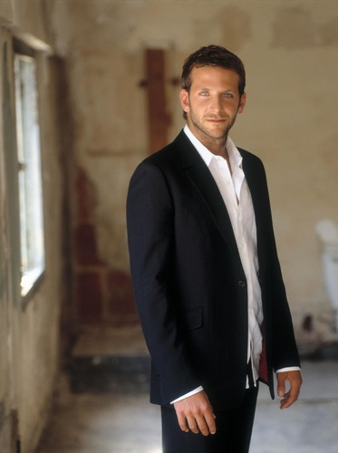 Bradley Cooper 壁纸 containing a business suit, a suit, and a two piece called Bradley Cooper x3