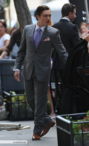 Ed on the set of Gossip Girl (07.13.09)