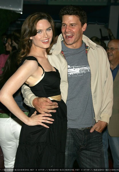 Bones Emily Deschanel and David Boreanaz