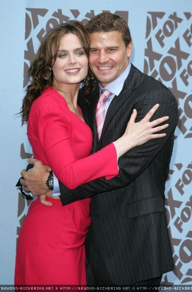 Emily Deschanel and David Boreanaz - Bones Photo (7190510 ...