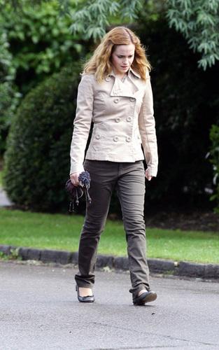 Emma Watson heads back to DH set (7/18/09)