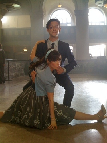 Joseph Gordon-Levitt and Zoey Deschanel