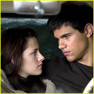 New Moon still: Jacob and Bella
