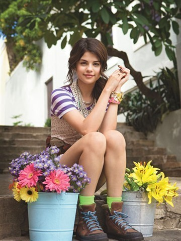 Selena Gomez Movie List on List Fashion Style  Selena Gomez In Wizards Of Waverly Place The Movie