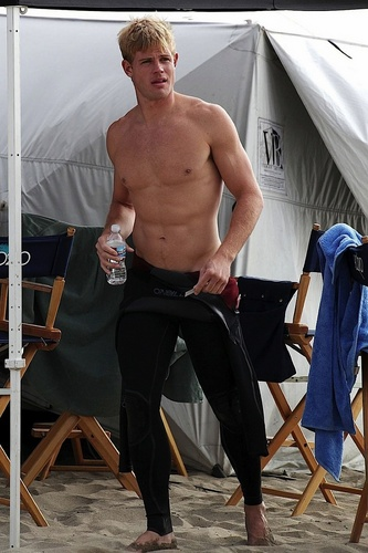 Trevor Donovan वॉलपेपर possibly containing a कूबड़ा, हंक and a six pack called Trevor surfing on set of 90210