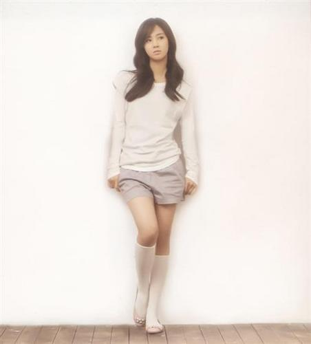 少女时代 壁纸 probably with bare legs, a playsuit, and a chemise called Yuri