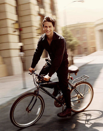 Rob Lowe Hintergrund with a mountain bike titled rob